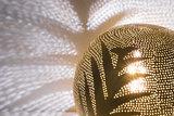 Ball Leaf Small Gold Zenza Tafellamp detail