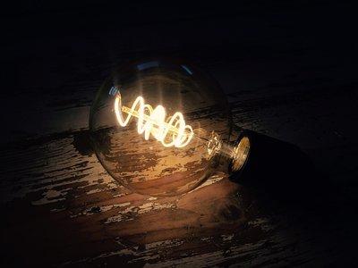 Vintage led lamp met gedraaid filament G95 - GOLD