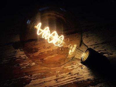 Vintage led lamp met gedraaid filament G125 - GOLD